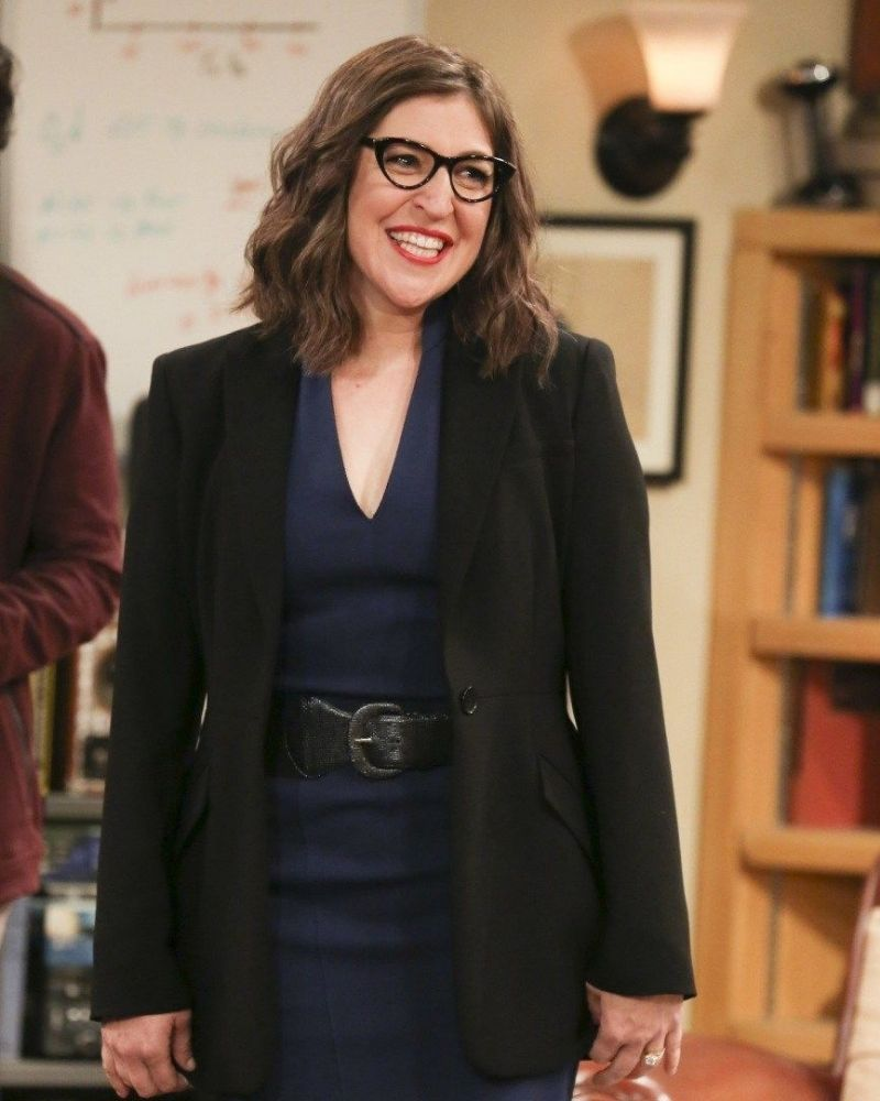 Many of us recognize Mayim Bialik from her time in The Big Bang Theory